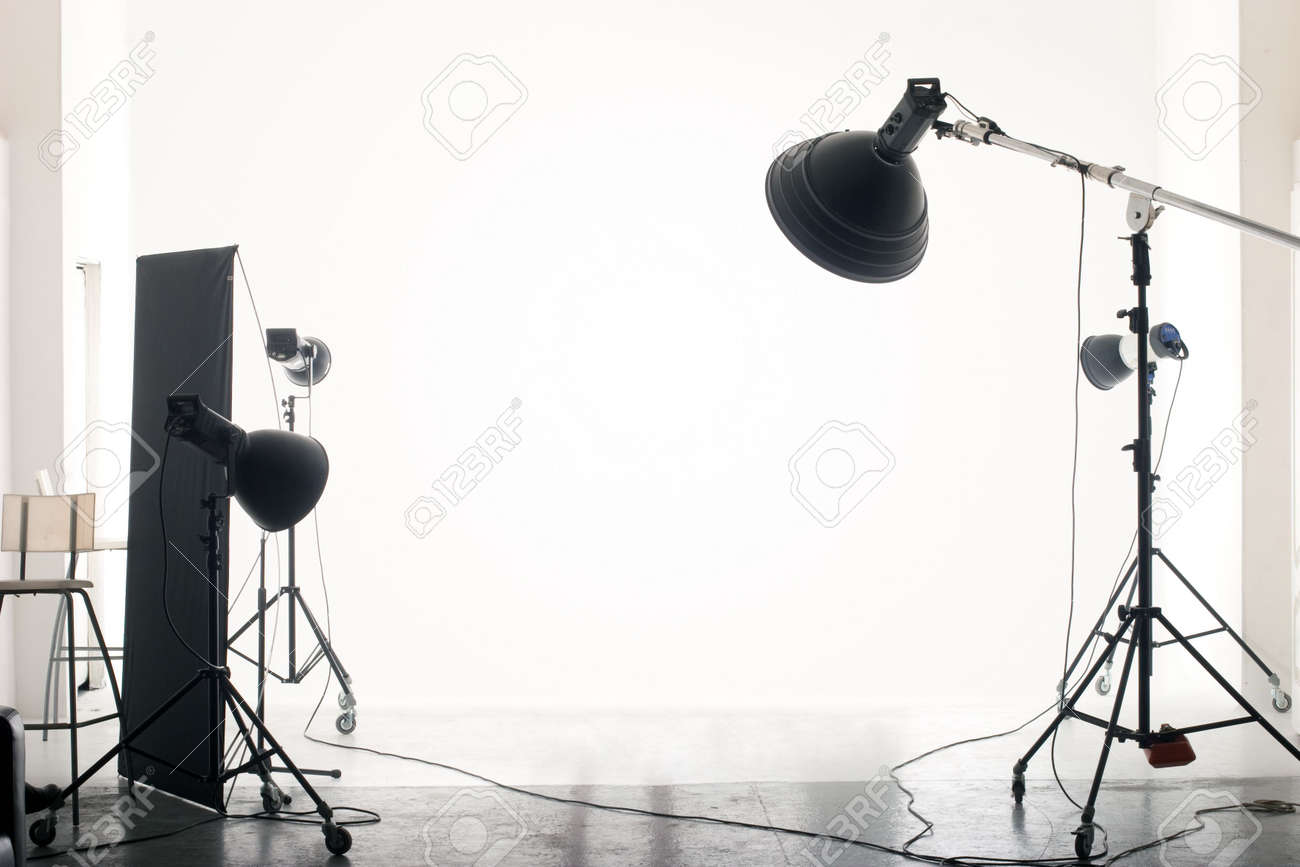 Photo of an empty photographic studio with modern lighting equipment. Empty space for your text or objects. Standard-Bild - 4919987