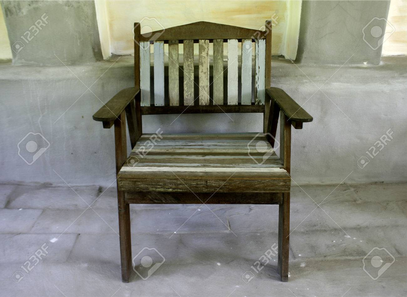40593776-old-style-wood-chair-Stock-Photo
