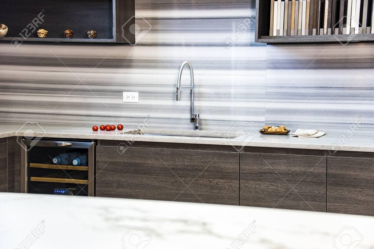 Moderne Küche Holzschränke, Unterschränke Mit Schubladen Und Türen ...