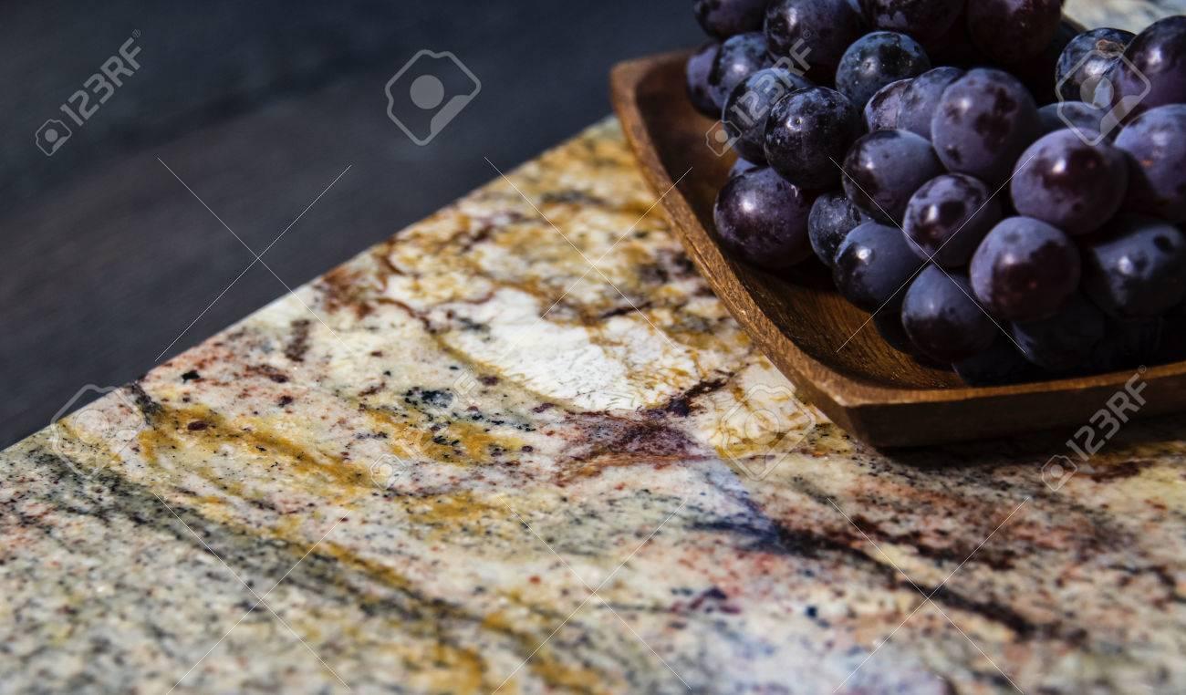 Frucht Auf Der Oberfläche. Granit Arbeitsplatte. Braunes ...