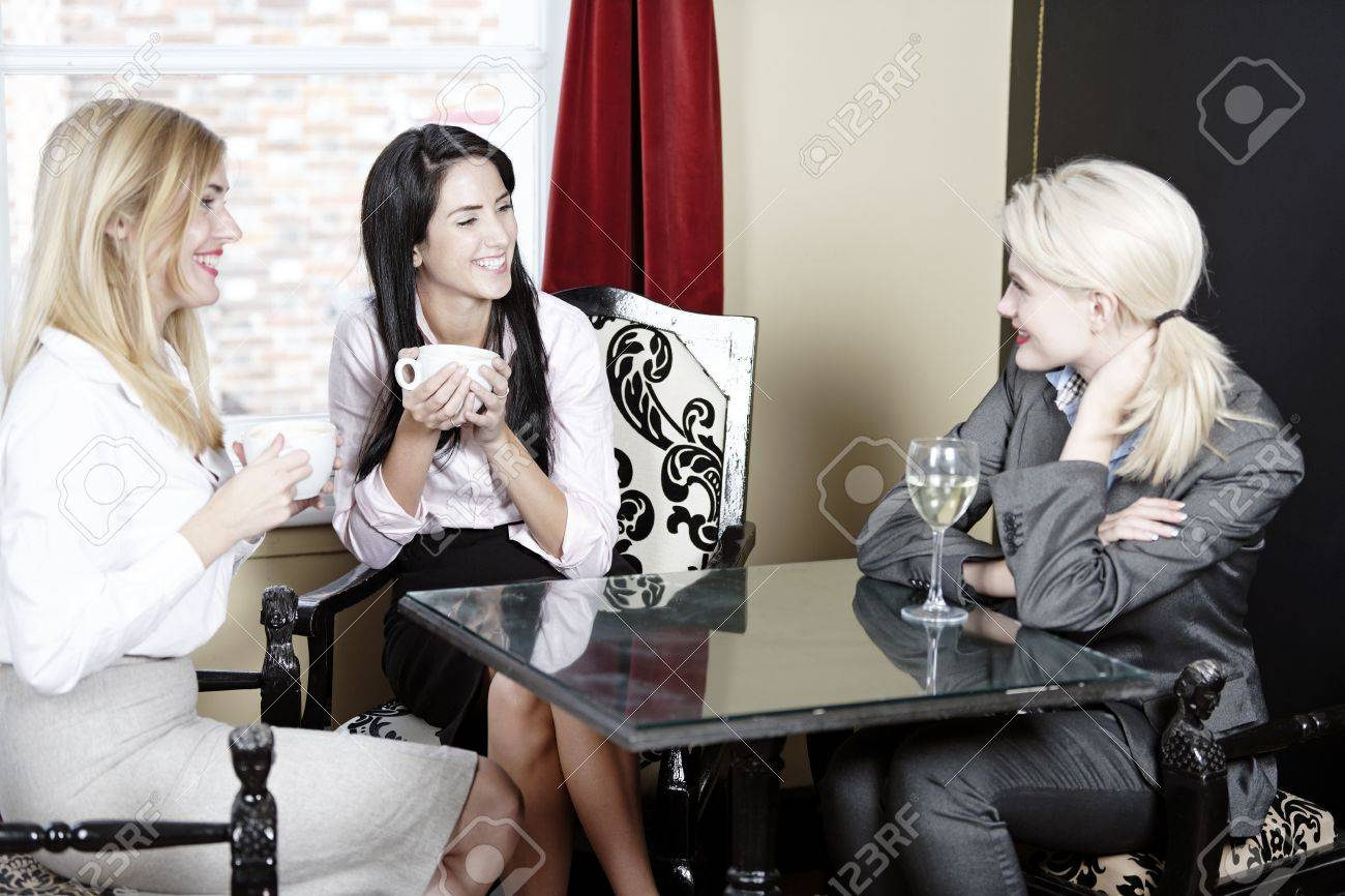 Professional work colleagues meeting up and having a drink. Stock Photo - 16217672