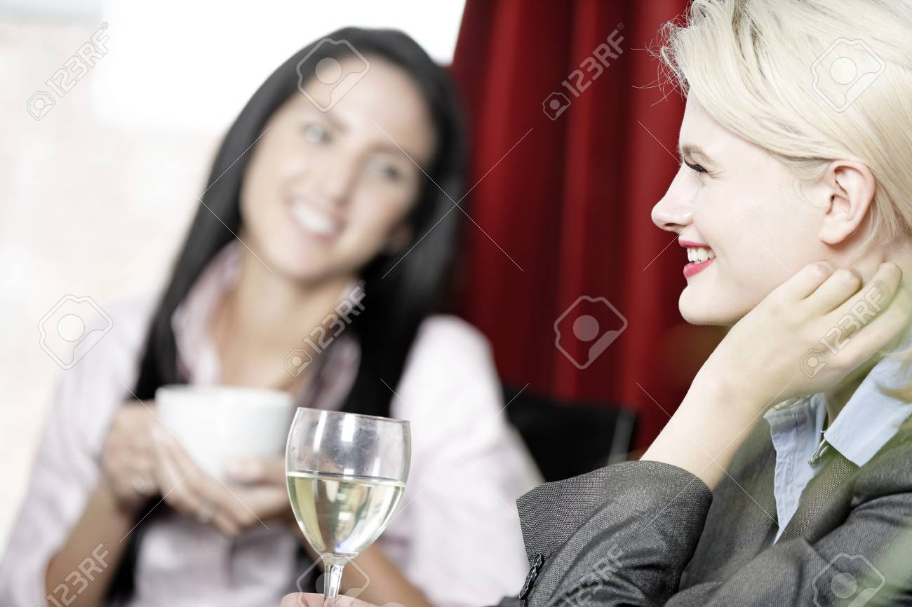 Professional work colleagues meeting up and having a drink. Stock Photo - 16217683