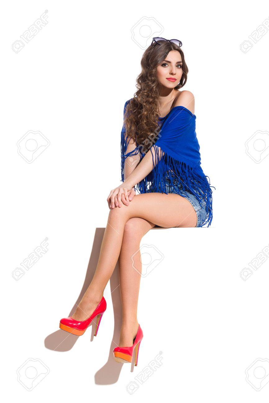 adf820c871 Mujer Joven En Tapa Azul