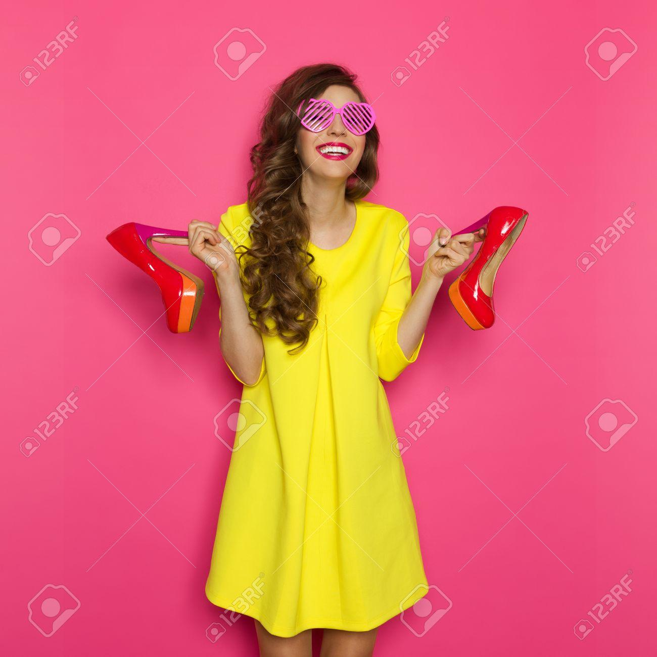 Hermosa Canarias Vestidos De Dama De Color Amarillo Motivo - Ideas ...