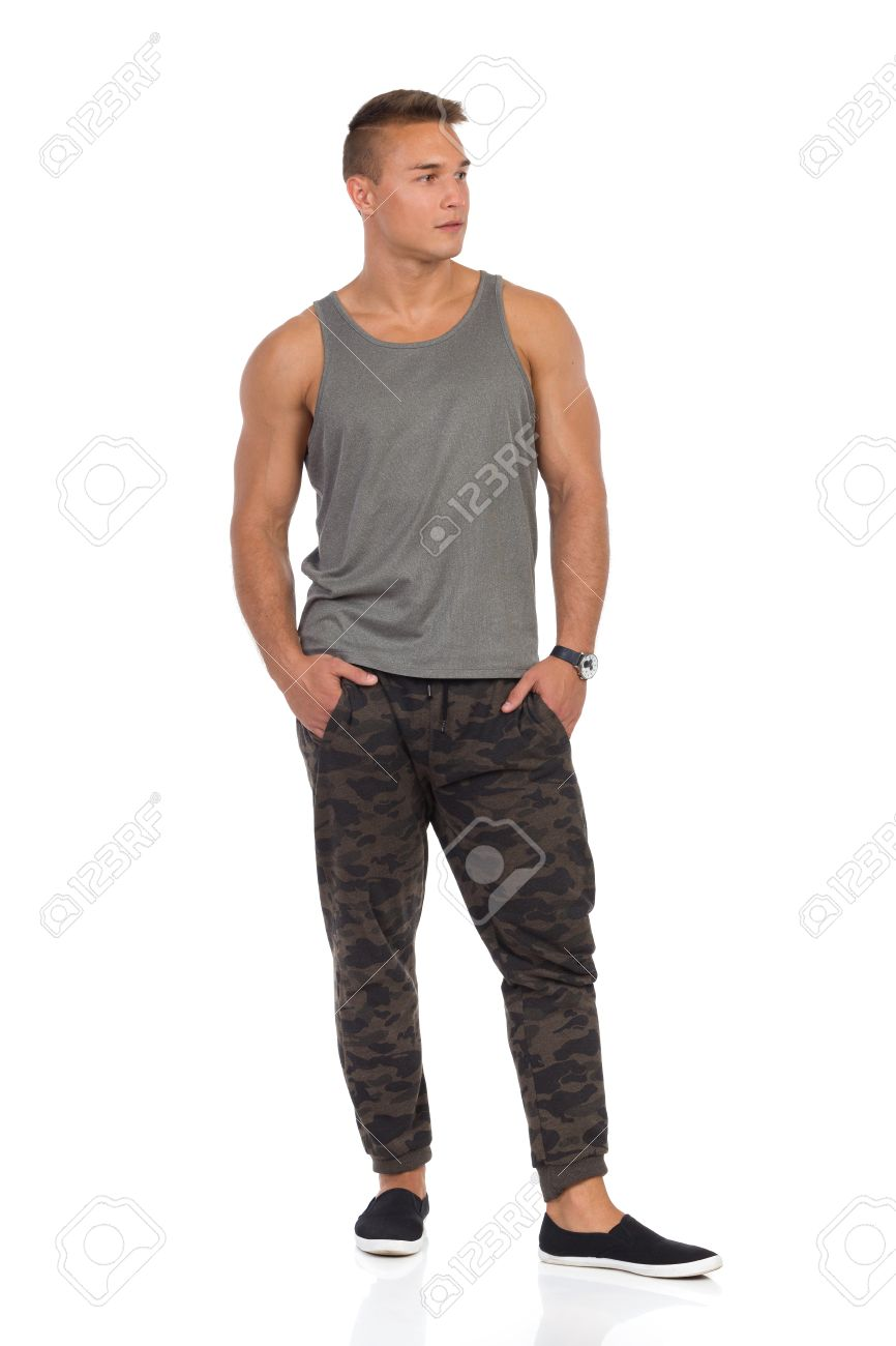 Junge Muskulöse Mann In Trainingsanzug Hose Mit Camo, Grau Tank Top ...