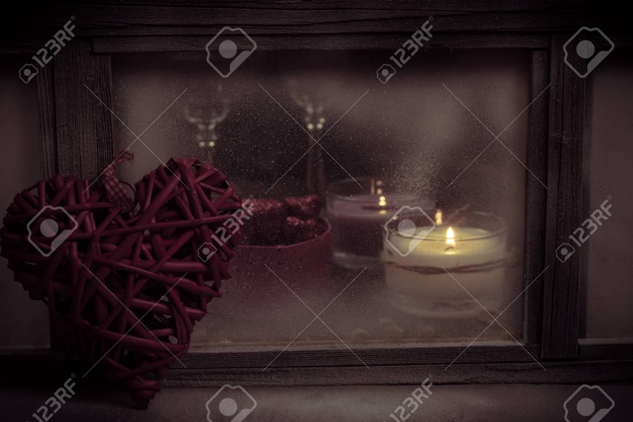 Gemütliches Zimmer. Leuchter Auf Einer Fensterbank. Valentinstag
