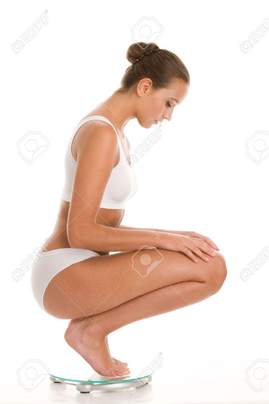 женщины сидящие на кортачках в нижнем белье