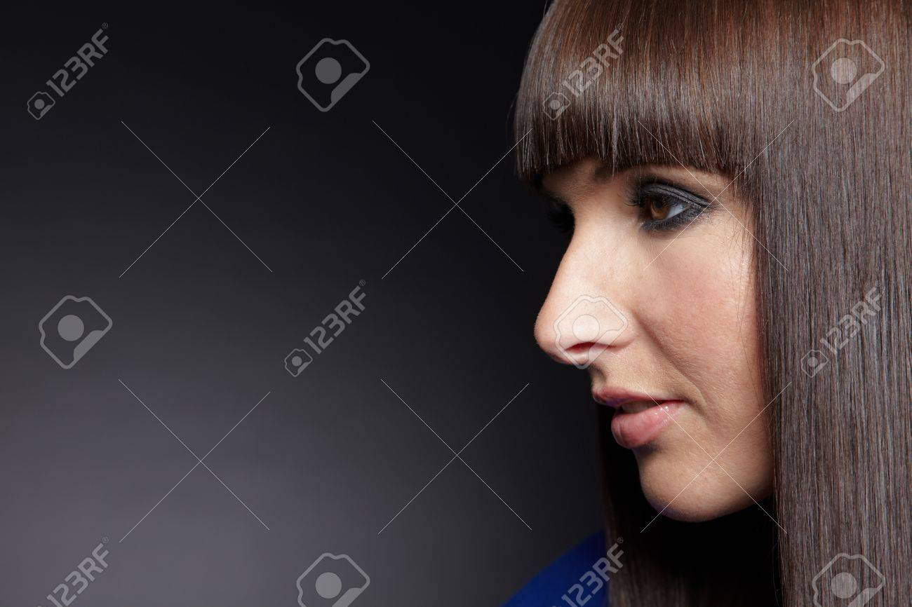 Young woman with pageboy haircut looking to the side Stock Photo - 11396230