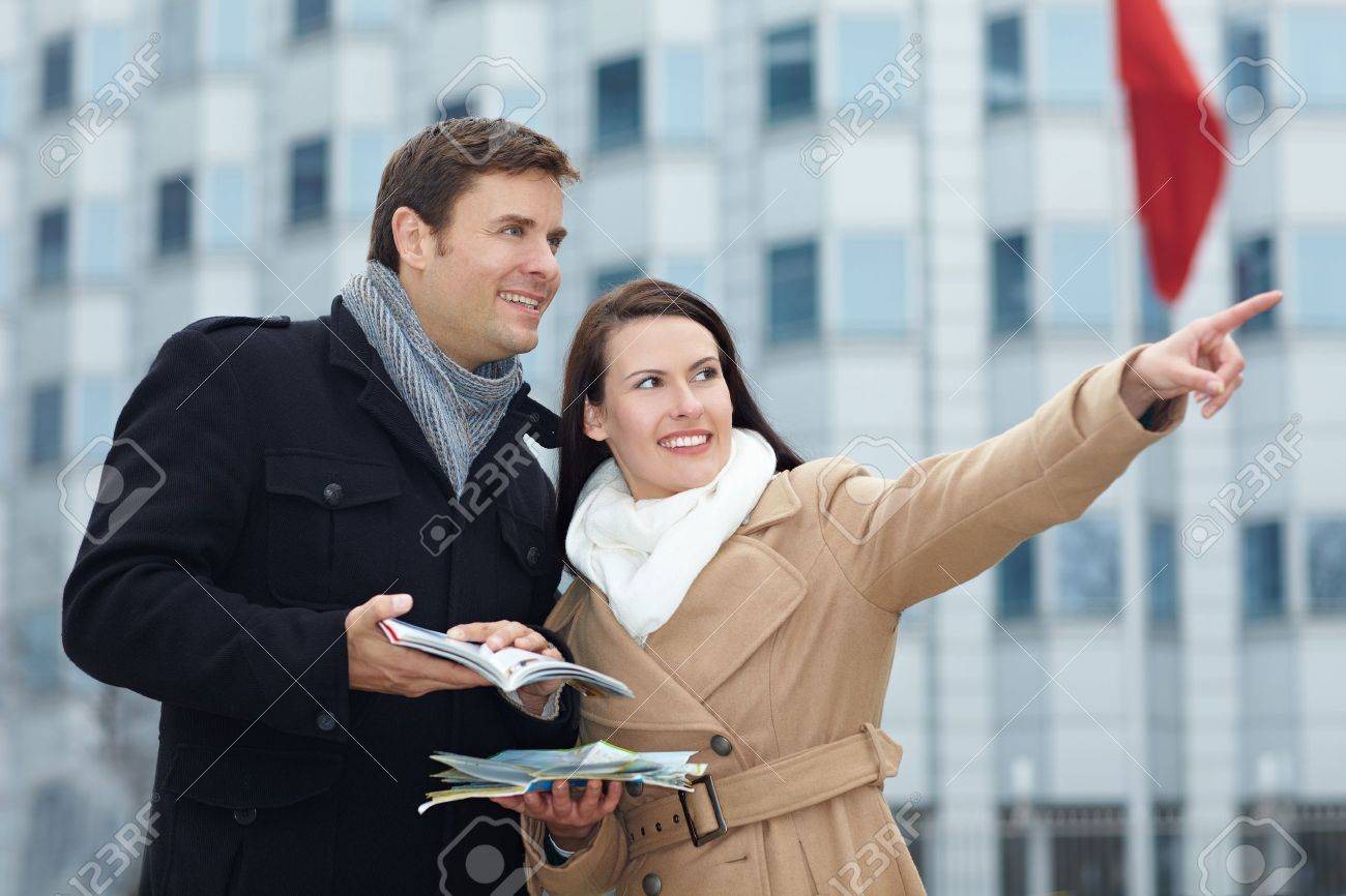 Happy tourists on sightseeing trip with tour guide and city map Stock Photo - 11638414