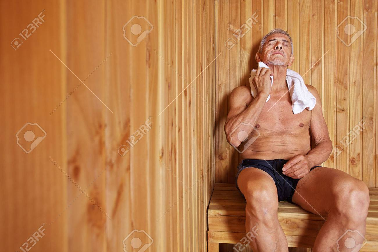 Wunderbar Sauna Bilder Ideen Von Old Man With Towel Relaxing In Of