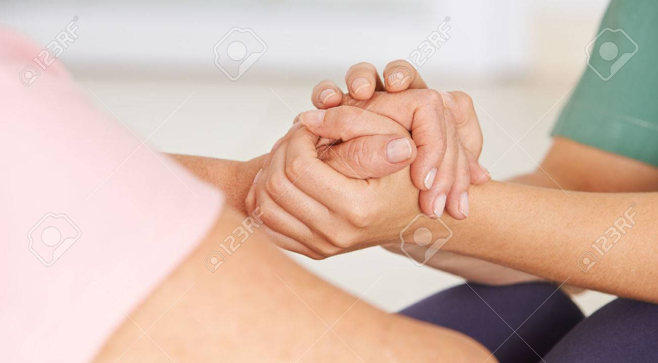 Geriatric nurse holding hands of senior woman for consolation Banque d'images - 52995232
