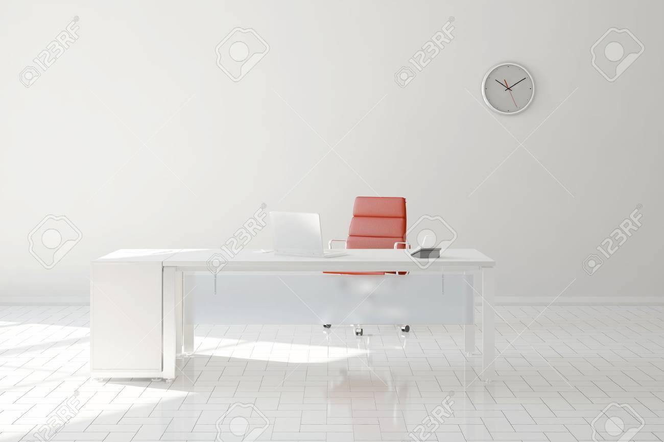 Bureau à la maison lumineuse dans la chambre avec bureau et