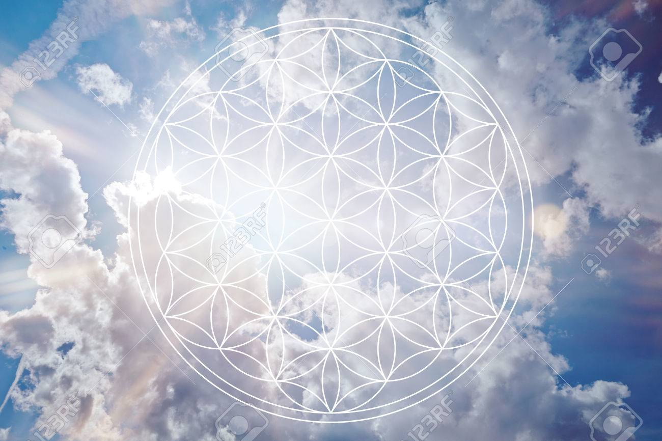 Flower of life in the sky as holistic reiki sign Banque d'images - 70138653