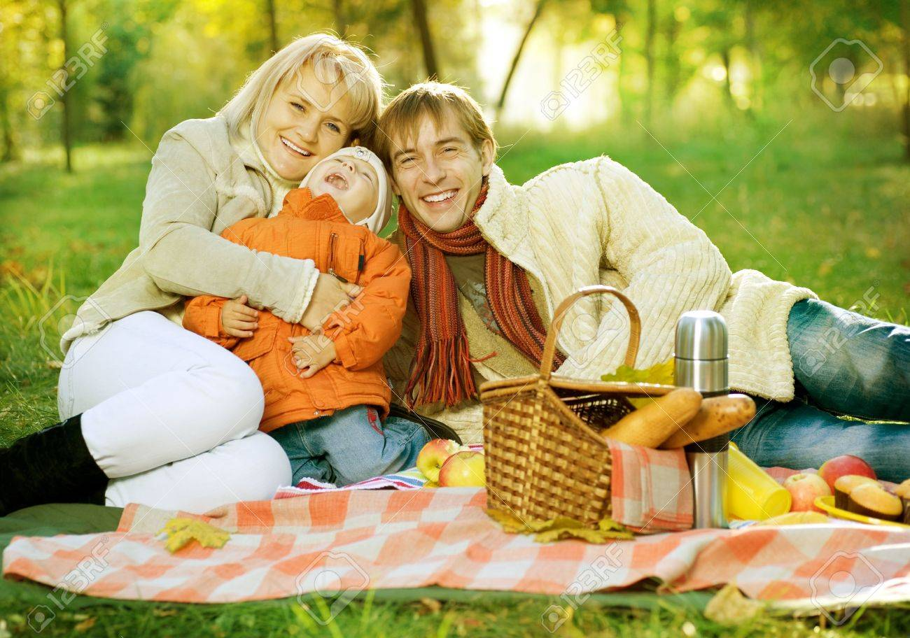 Picnic in Autumn Park. Happy Family outdoor Stock Photo - 9367529
