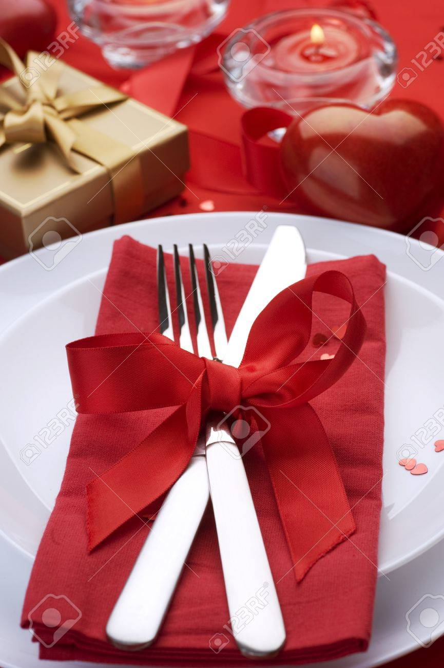 Valentine Table Setting place.Romantic dinner concept Stock Photo - 8720695
