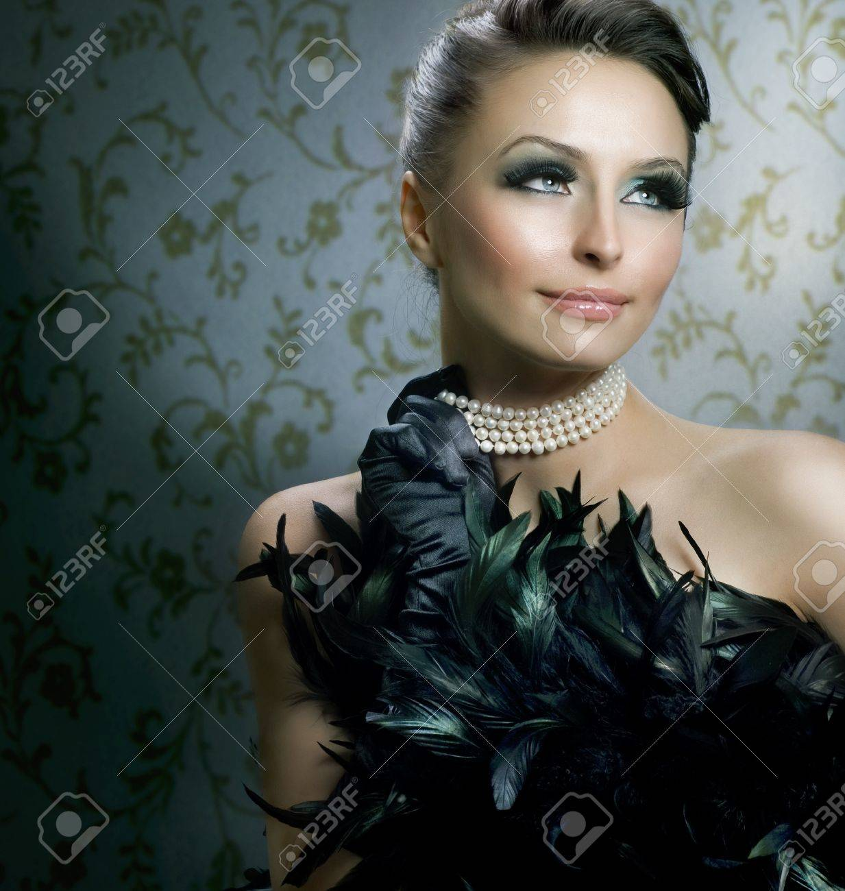 Pearl Necklace: Romantic Beauty Portraitautiful Luxury Girl