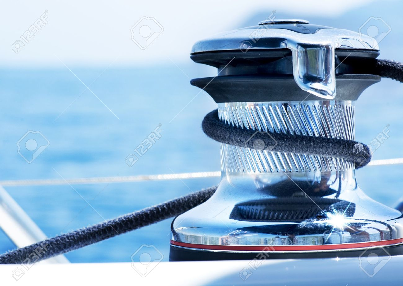 Sailboat Winch and Rope Yacht detail. Yachting Standard-Bild - 10688958