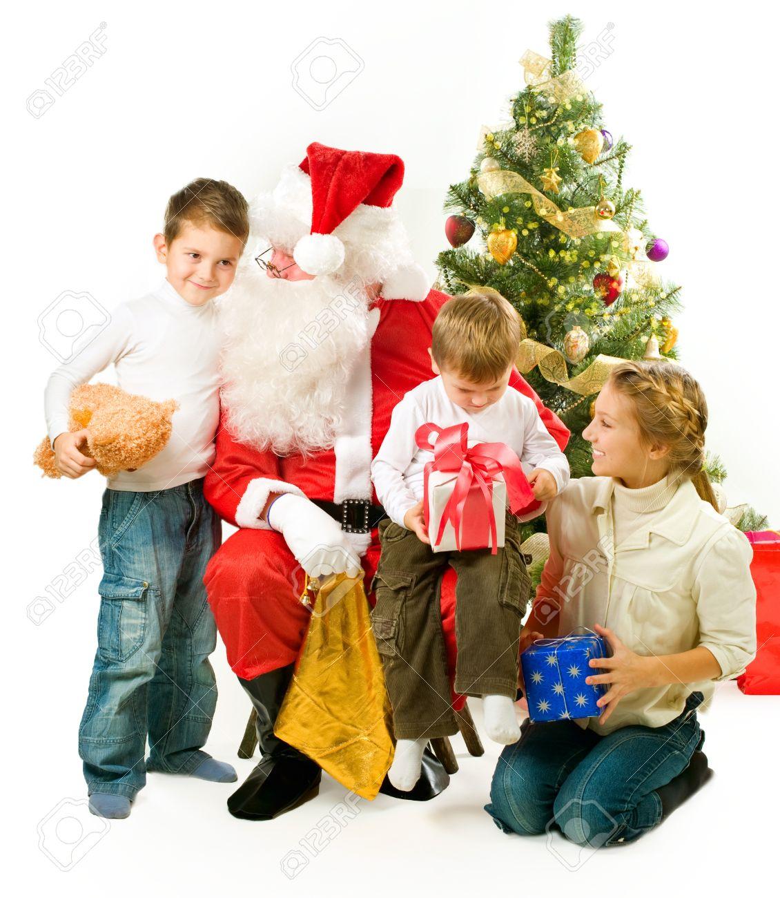 Santa Claus Gibt Weihnachtsgeschenke Für Kinder Lizenzfreie Fotos ...