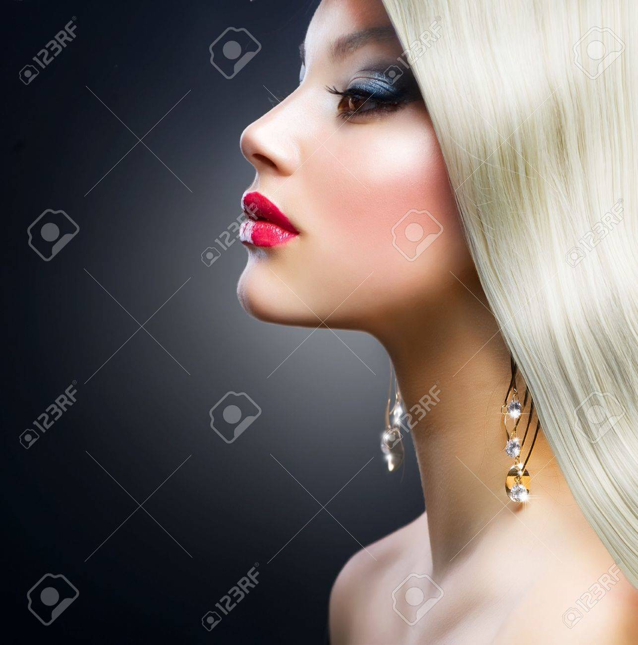 Blond Fashion Girl Stock Photo - 12632255