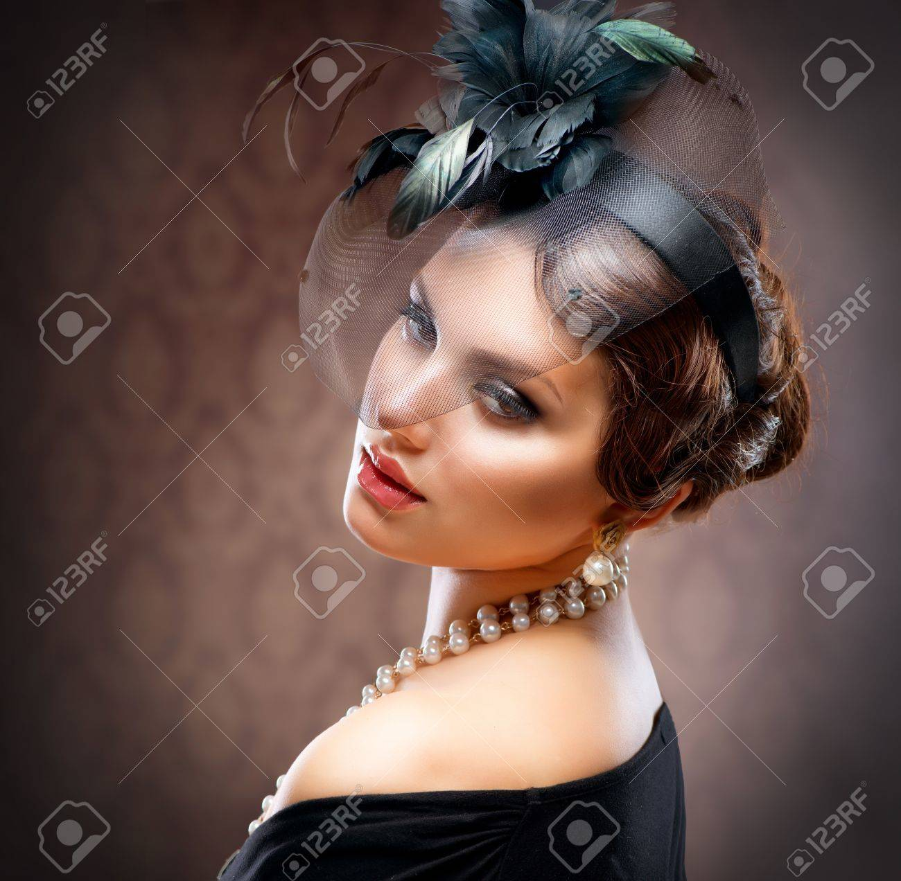 Retro Beauty Portrait  Vintage Styled  Beautiful Young Woman Stock Photo - 14193412