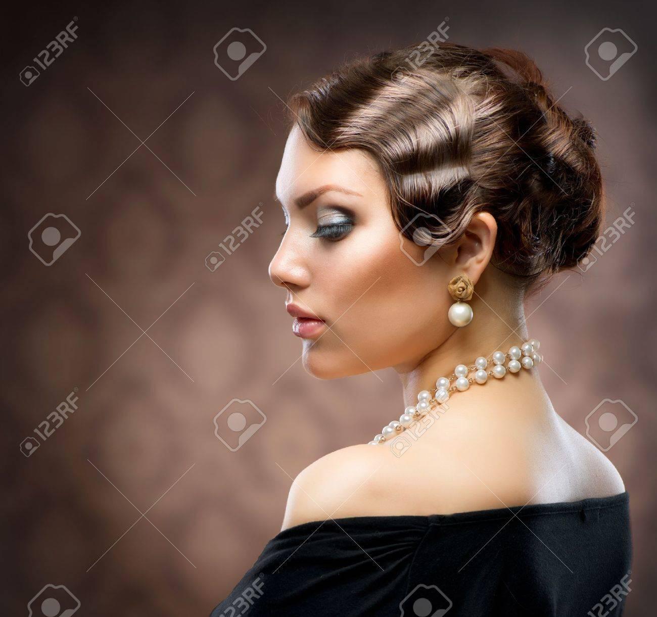 Classical Retro Style Portrait  Romantic Beauty  Vintage Classical Retro Style Portrait  Romantic Beauty  Vintage Stock Photo - 14193501
