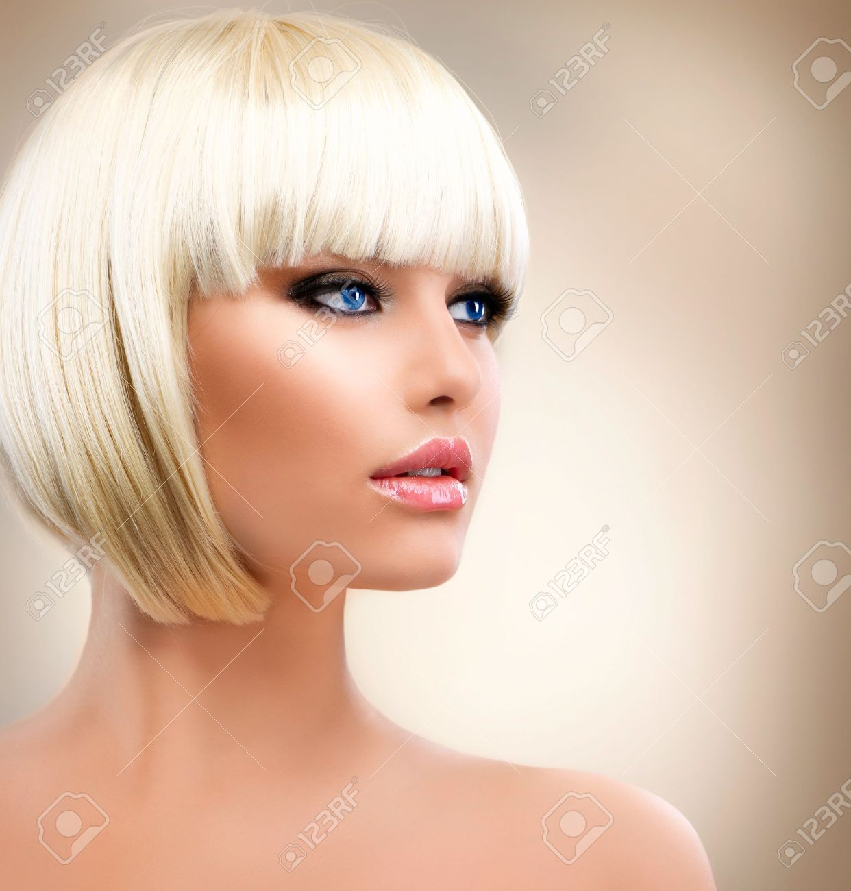 Blonde Girl Portrait  Blond Hair  Hairstyle  Stylish Make-up Stock Photo - 14646695
