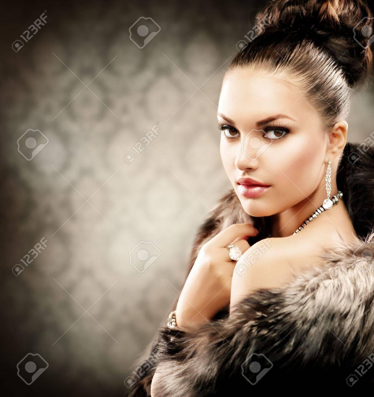 Beautiful Woman in Luxury Fur Coat Stock Photo - 15227205