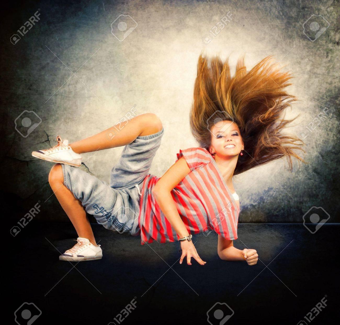 Dance  Hip-Hop Dancer  Dancing Teenage Girl Stock Photo - 15574705