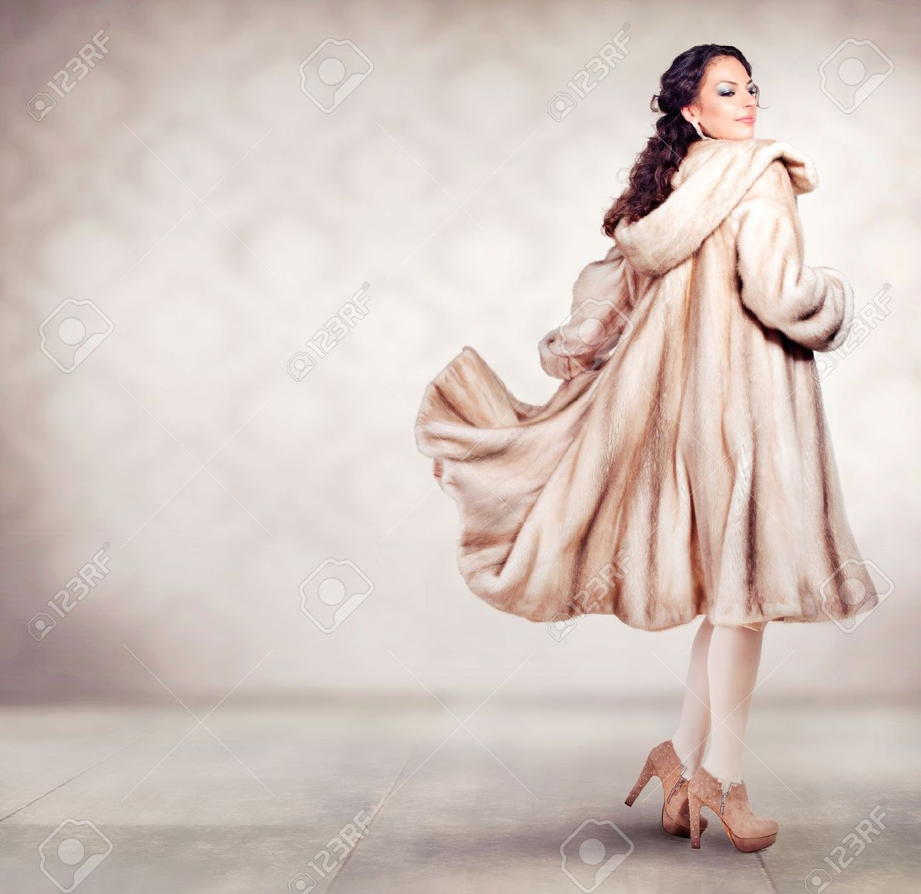 Fashion Beautiful Winter Woman In Luxury Fur Mink Coat Stock Photo ...
