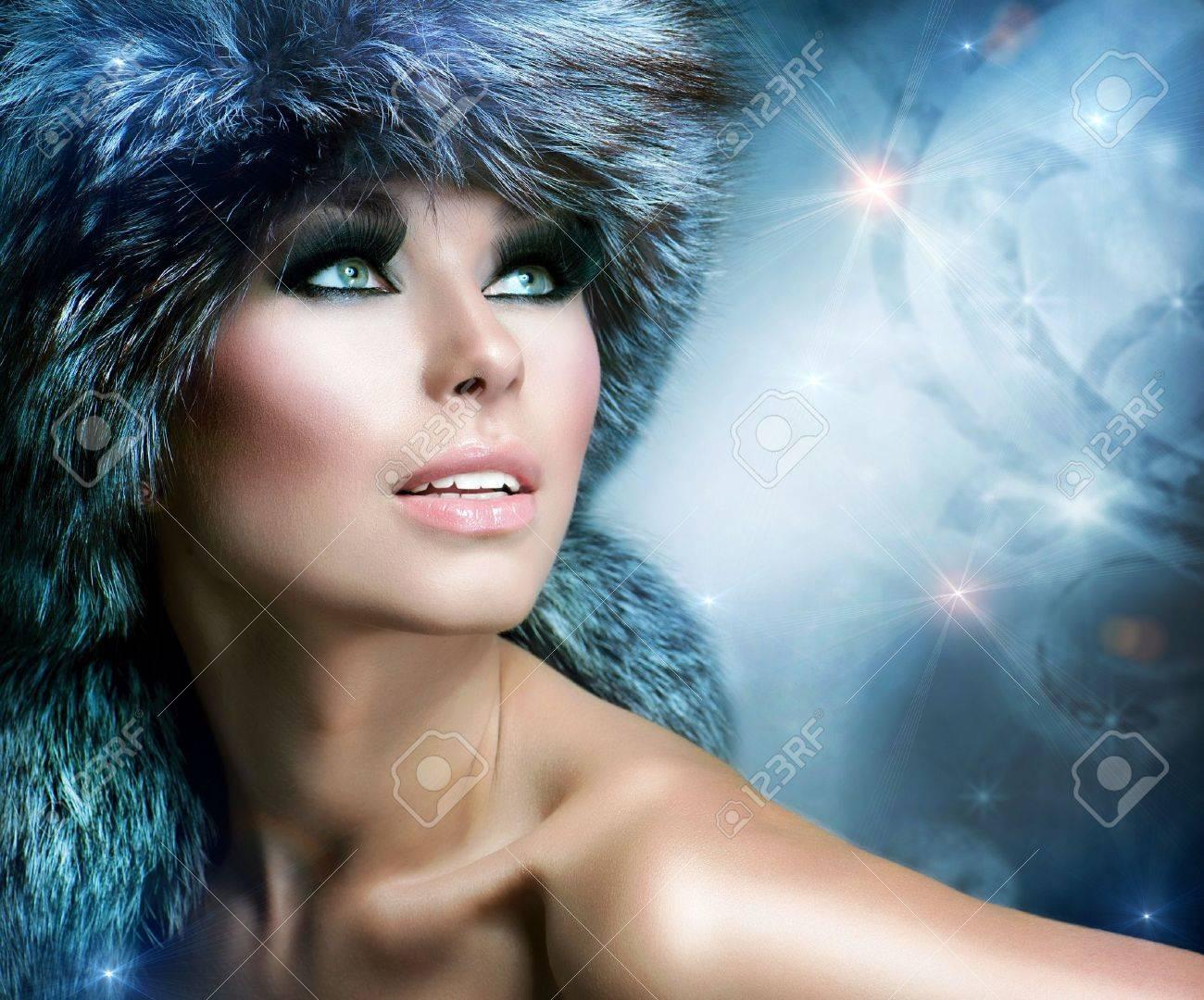 Winter Christmas Woman Portrait  Beautiful Girl in Fur Hat Stock Photo - 16313834