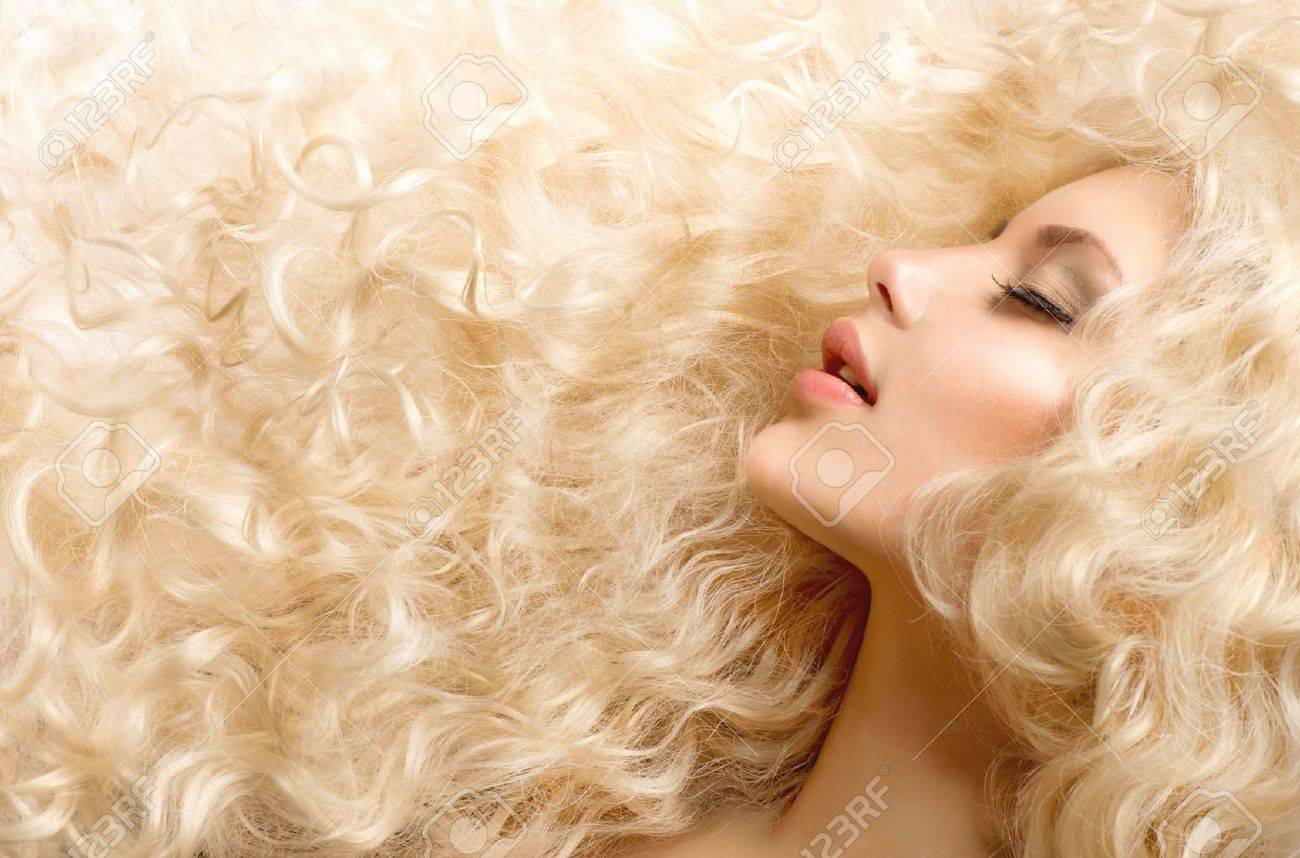 Curly Hair Fashion Girl With Healthy Long Wavy Hair - 17535817
