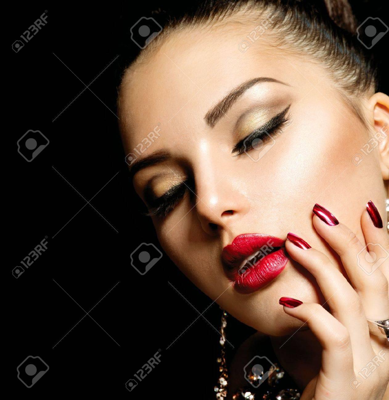 Fashion Beauty  Manicure and Make-up Stock Photo - 18320905