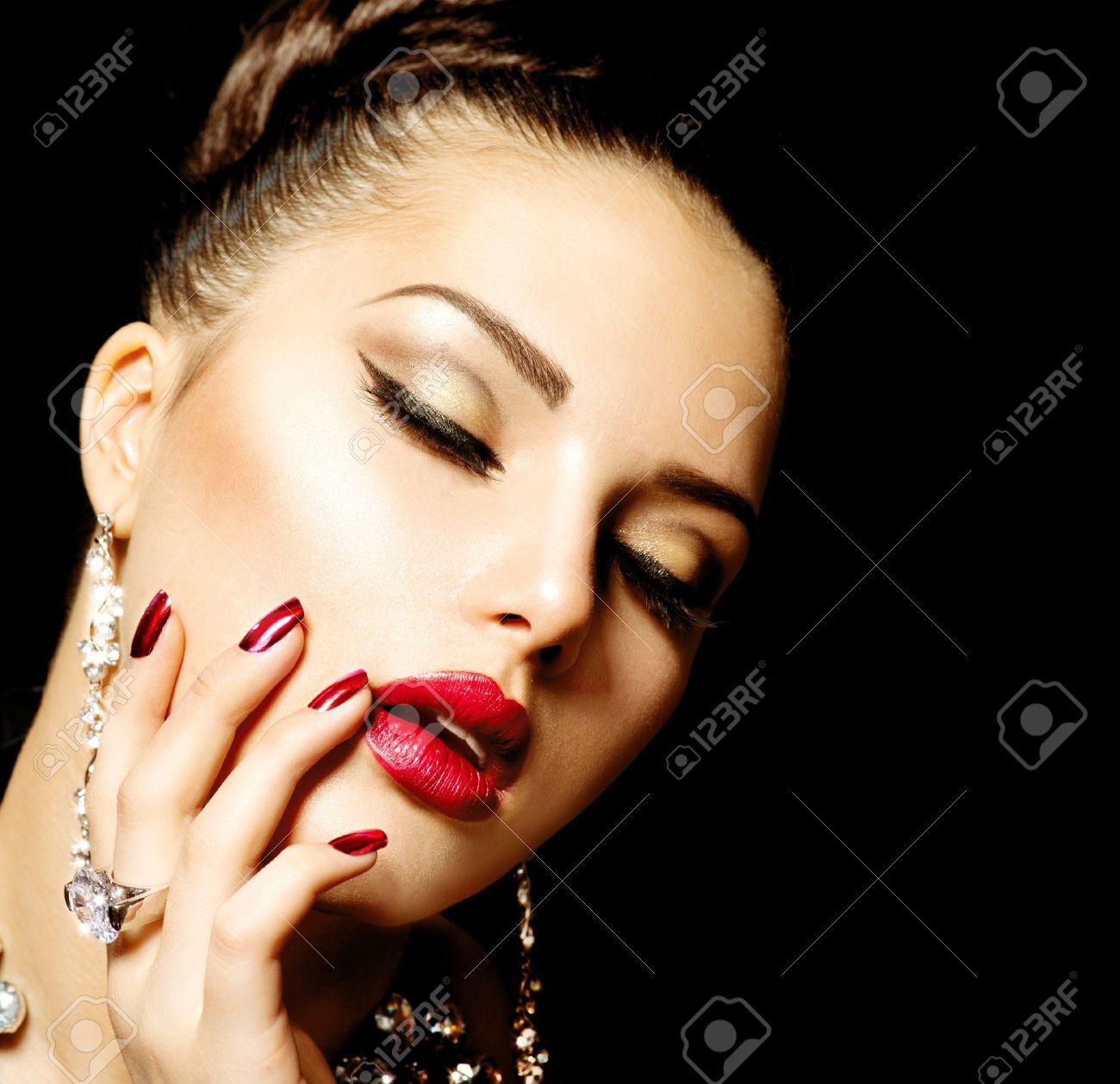 Fashion Beauty  Manicure and Make-up Stock Photo - 18690601