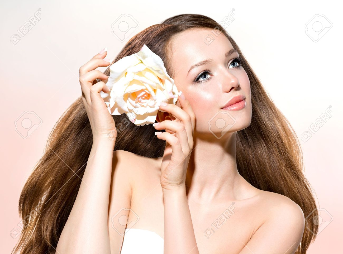 Beauty Girl  Beautiful Model with Rose Flower Stock Photo - 19147281