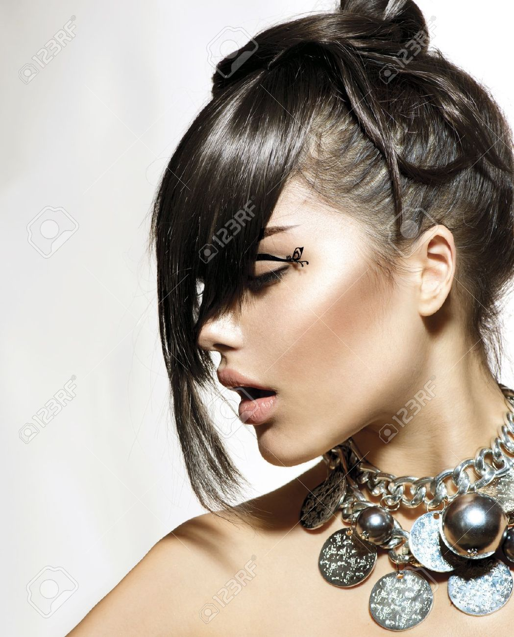 Fashion Glamour Beauty Girl With Stylish Hairstyle and Makeup Stock Photo - 21212794