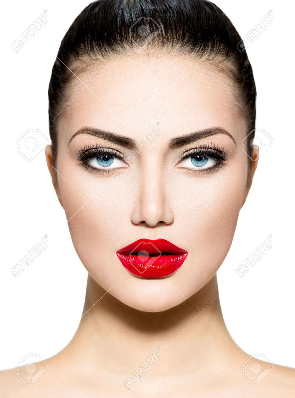 Brune Aux Yeux Bleus portrait de beauté maquillage professionnel pour brune aux yeux