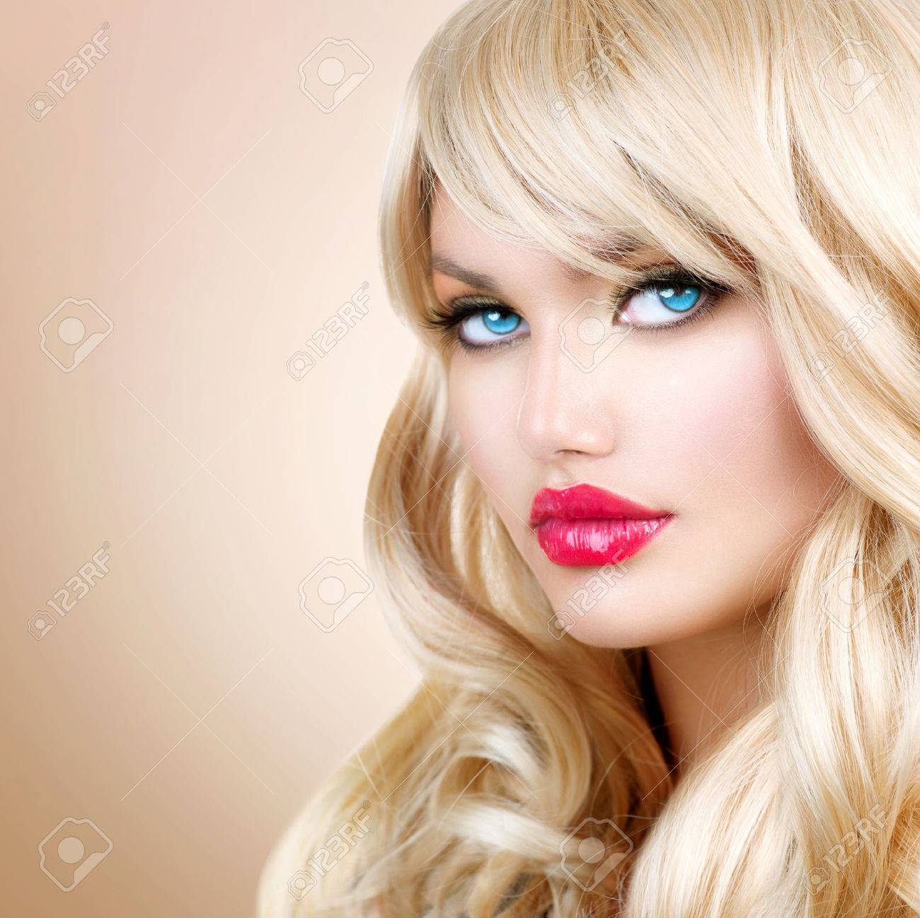 Красивая блондинка онлайн смотреть