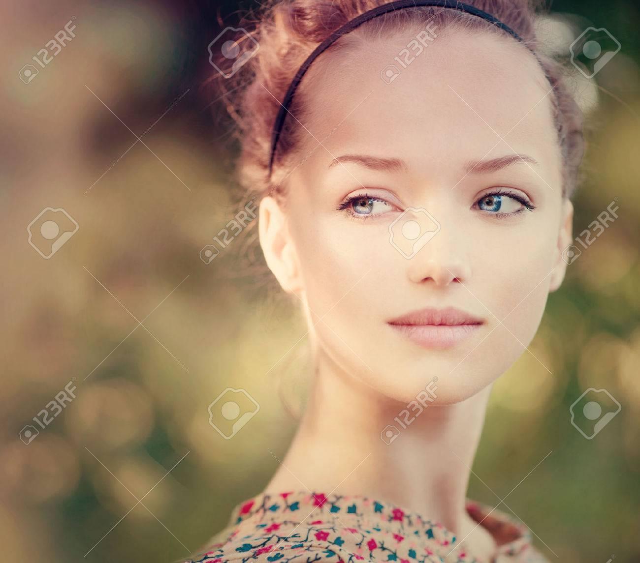 Beauty Romantic Girl Outdoor  Beautiful Teenage Model Stock Photo - 24640837