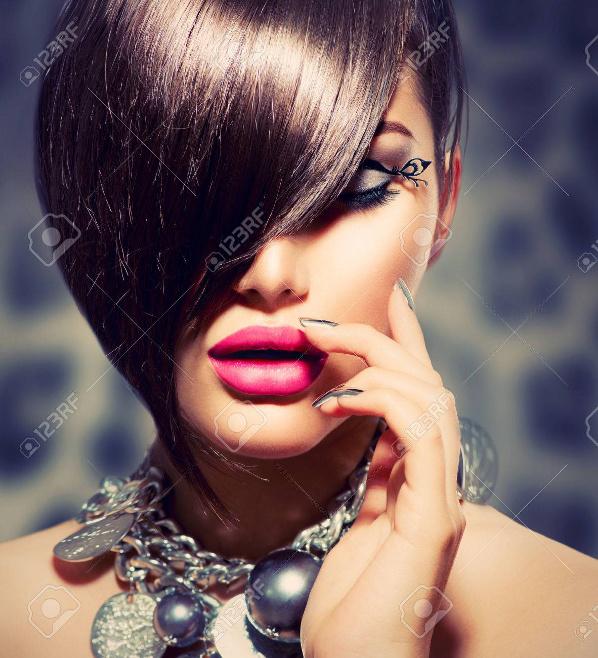 Fringe  Beauty Sexy Model Girl with Perfect Makeup and Manicure Stock Photo - 24939625