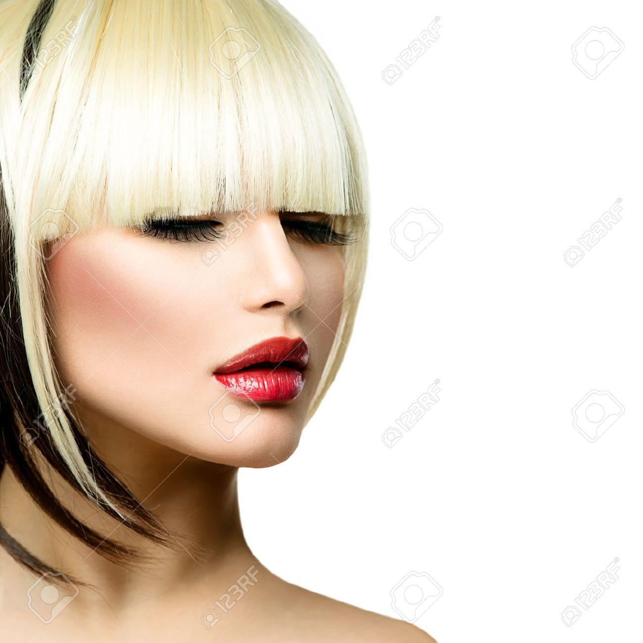 Belle Femme De Mode Coiffure Pour Cheveux Frange Courte Coupe De ...