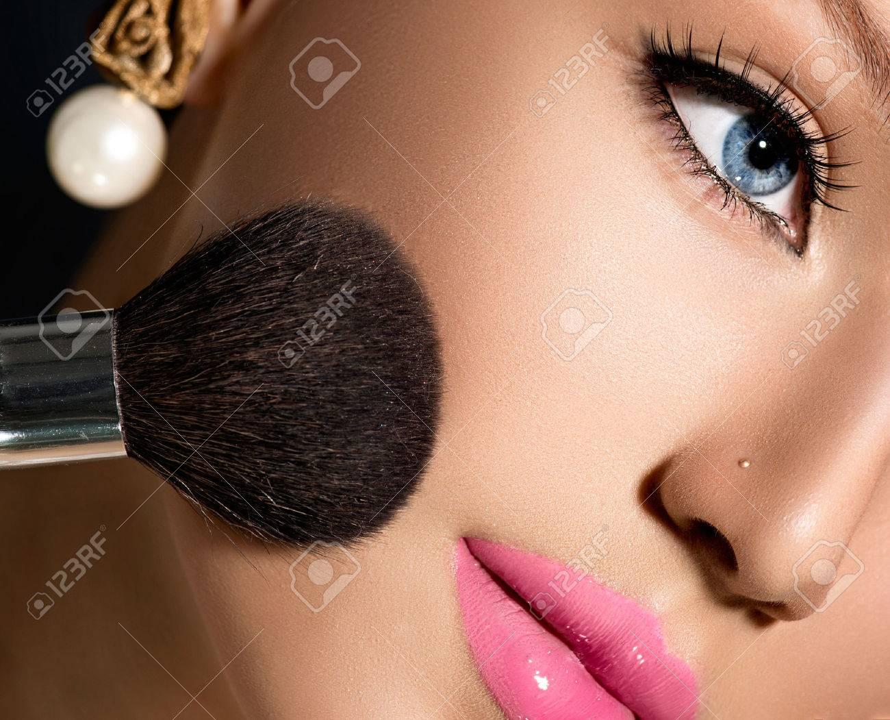 Make-up Applying closeup Cosmetic Powder Brush for Makeup - 27686938