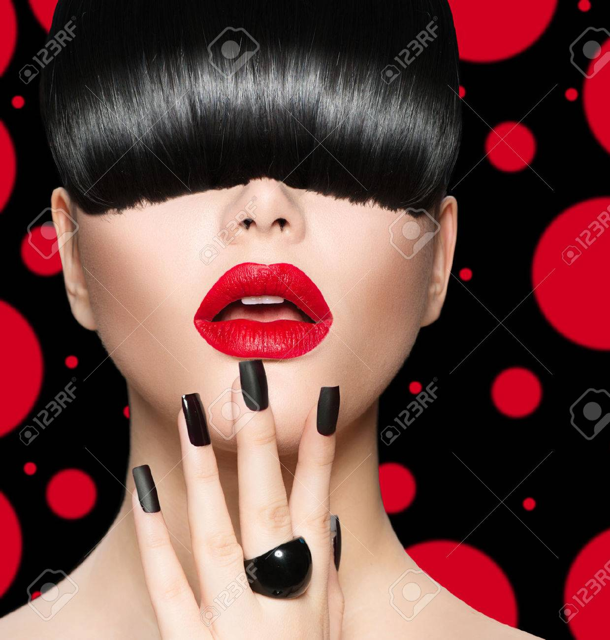 Model Girl Portrait with Trendy Hairstyle, Makeup and Manicure Stock Photo - 28851216