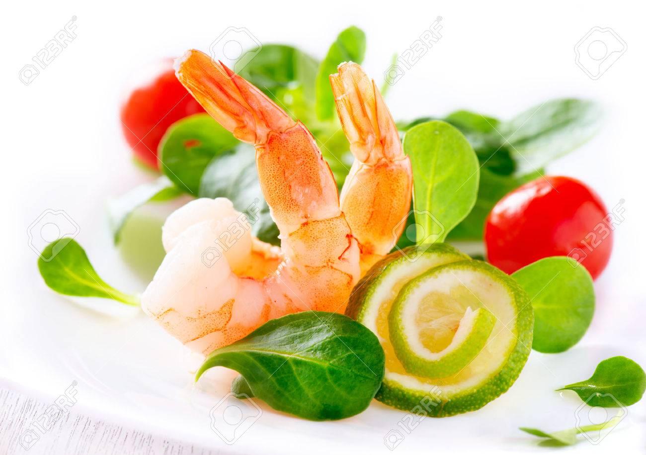 Prawn salad Healthy shrimp salad with mixed greens - 29917102