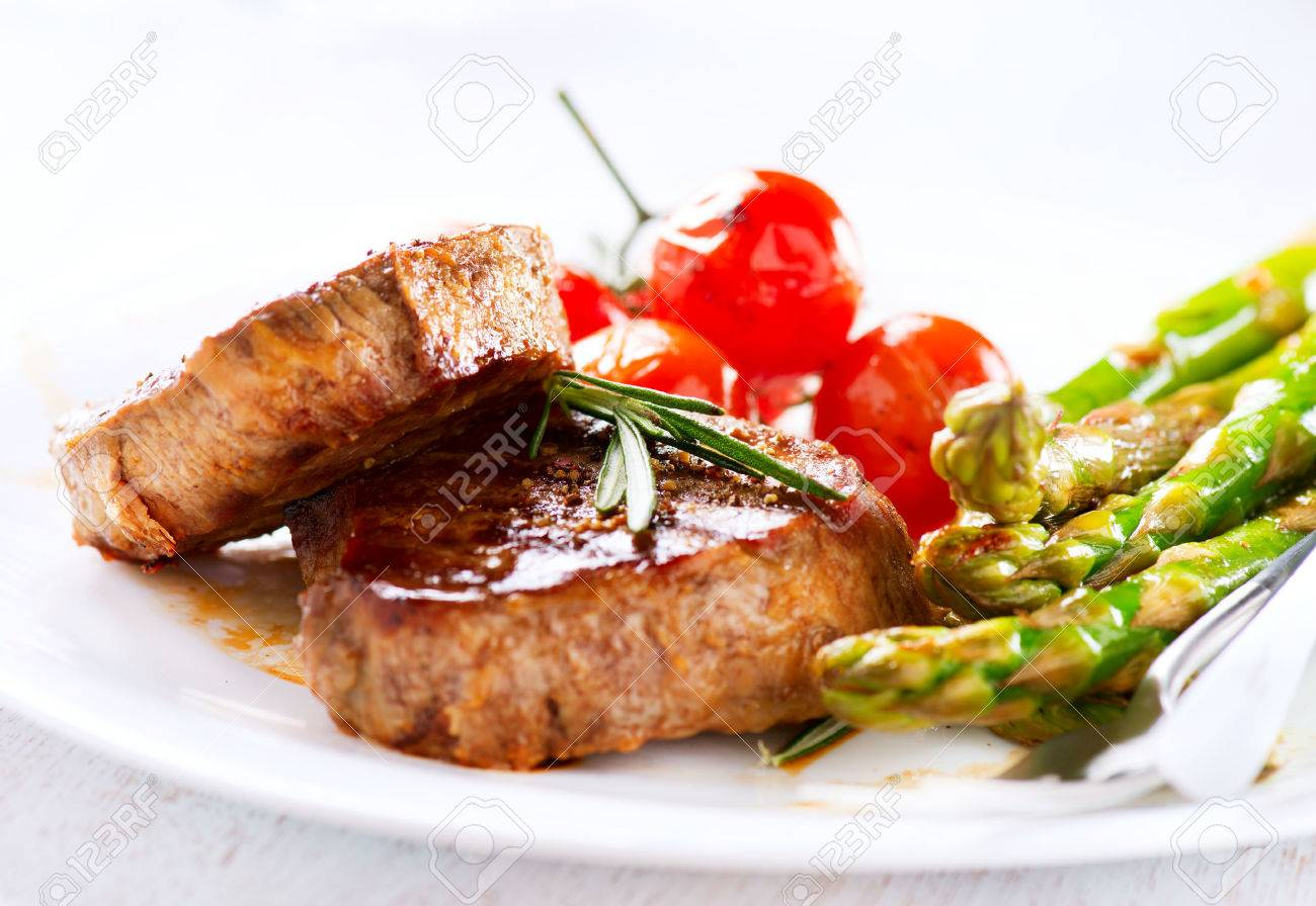 Grilled Beef Steak Meat with Asparagus and Cherry Tomatoes - 29917109