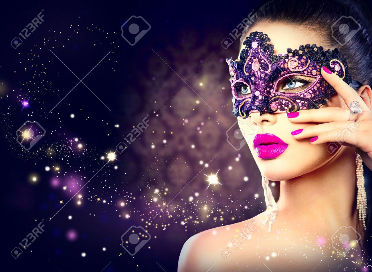 Сексуальные девушки в карнавальных масках 5 фотография