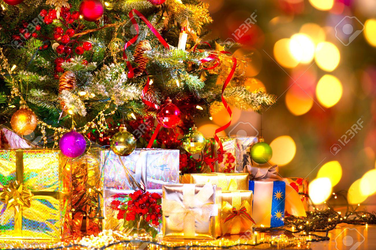 Картинка подарки под ёлкой