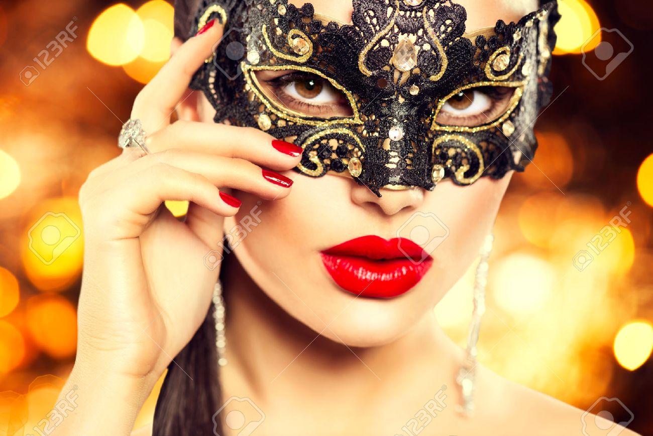 Сексуальные девушки в карнавальных масках 4 фотография