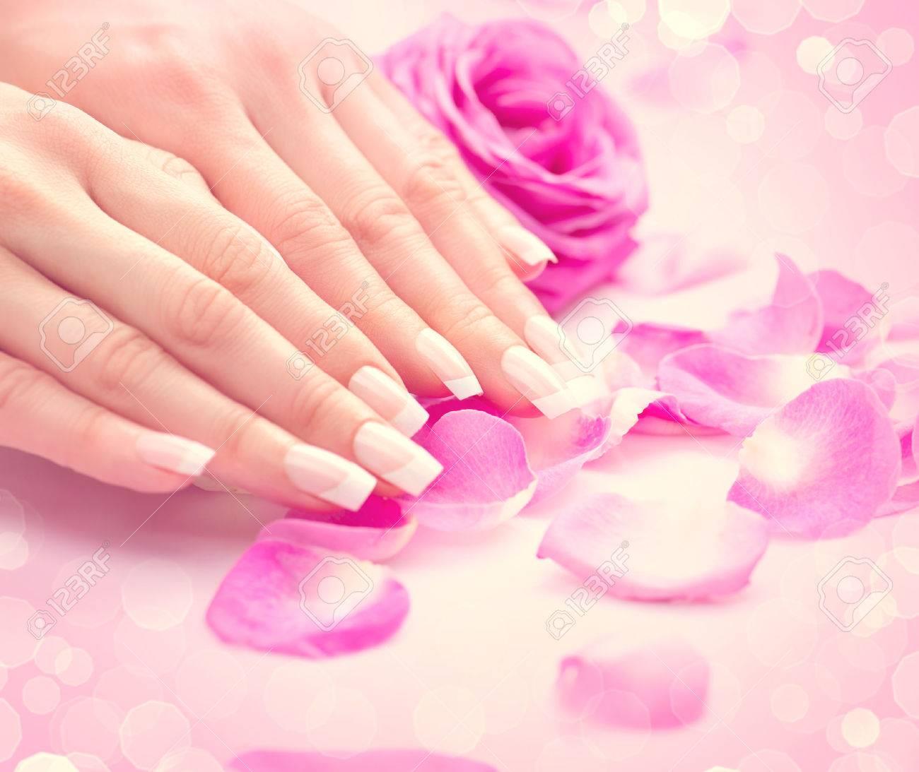 Anicure, Hände Spa. Weibliche Hände, Weiche Haut, Schöne Nägel ...