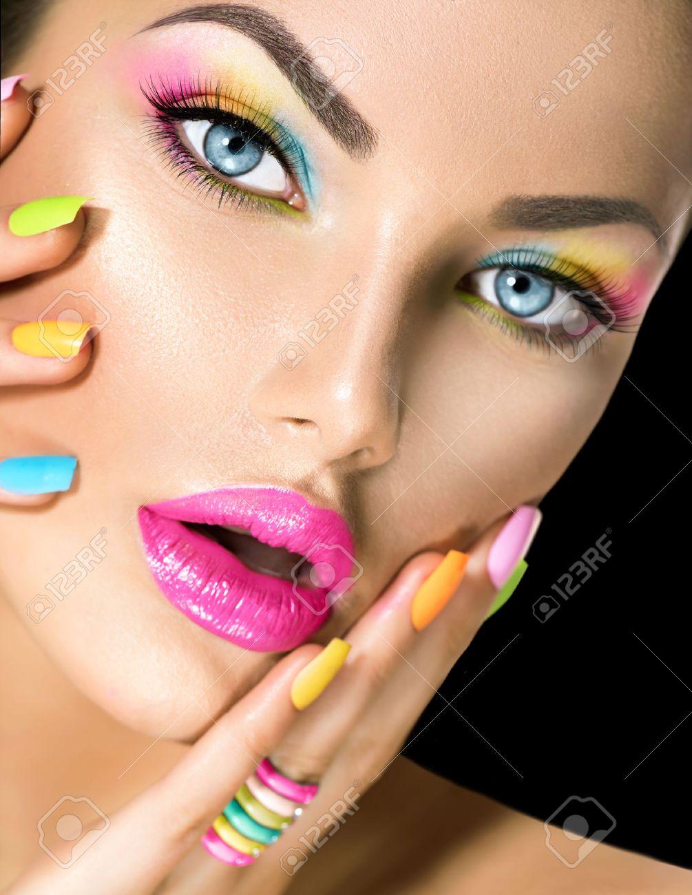 Salon Jaune Banque D'Images, Vecteurs Et Illustrations Libres De ...