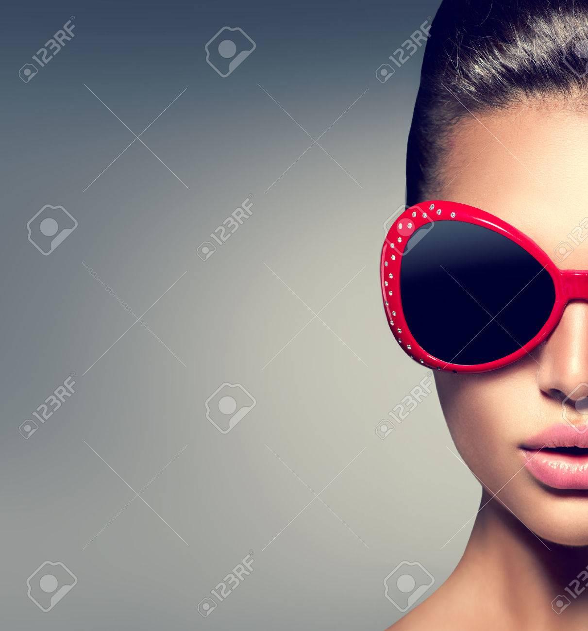 Beauty fashion model brunette girl wearing stylish sunglasses Stock Photo - 41448836